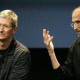 Apples Tim Cook, til venstre, ventes at stå for præsentationen af den nye iPhone. Hvorimod Steve Jobs til højre ikke ventes at deltage.