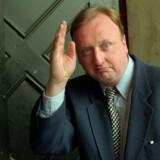 Tøger Seidenfaden på vej ind i byretten i 1995. Dengang fik han 20 dages betinget fængsel for at særtrykke en ikke-offentliggjort bog.