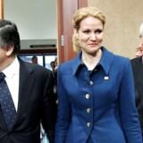 De sidste to måneder er der truffet kæmpestore beslutninger, der understreger solidariteten, siger Thorning, der her ses med kommissionsformanden Barroso og præsident Van Pompuy, under topmødet i Bruxelles.