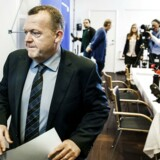 Lars Løkke Rasmussen fremlægger bilag i GGGI-sagen søndag 20. oktober 2013.