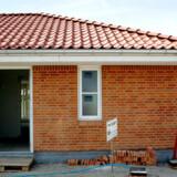 Købere af et helt nyt hus kan ikke være sikre på, at huset er dækket af en byggeskadeforsikring, selv om det har været lovpligtigt i knap et år.