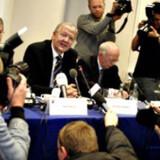 Daværende adm. direktør Henning Dyremose offentliggjorde salget af TDC til de fem kapitalfonde på et pressemøde 30. november 2005.
