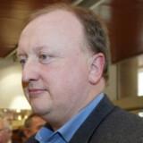 Politikens chefredaktør Tøger Seidenfaden skulle tvinges til at lave i et diktatur, så han kan lære at sætte pris på danske rettigheder, mener de Konservatives Tom Behnke.