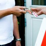 Udover formuetabet giver salg af en bolig med tab et rentesmæk på den resterende gæld.