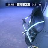 Han slog rekorderne for højeste bemandede ballonflyvning og højeste hastighed for et faldende menneske.