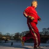Peter Schnohr, hjertelæge og manden bag Eremitageløbet, er i dag 70 år, men løber stadig to gange om ugen en tur rundt om Søerne i København. Med den store befolkningsundersøgelse, Østerbroundersøgelsen, har han og teamet bag vist, at jogging forlænger livet – men forud for det første Eremitageløb var forskere bange for, at jogging kunne være direkte farligt. Foto: Søren Bidstrup