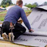 Der kan være mange penge at spare på at købe udvalgte byggematerialer selv.
