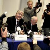 Da daværende adm. direktør for TDC Henning Dyremose i efteråret 2005 kunne indkalde til pressemøde for at orientere om salgsplanerne, havde rygterne allerede svirret.