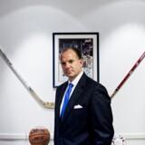 James P. Cain, Amerikansk ambassadør. James P. Cain var ambassadør for USA, i Danmark fra 2005. Nu er han advokat i hjemstaten North Carolina, hvor han stadig er mest kendt for sin tid som chef for et ishockeyhold.