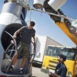Felix Baumgartner venter stadig på de rette vejrforhold, så han kan blive sendt til himmels i sin særlige trykkapsel for at fortage et sprnig mod jorden 36,5 km højde.