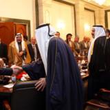 Nuri al-Maliki hilser på klanledere fra det sydlige Irak.