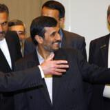 Irans præsident Mahmoud Ahmadinejad ankom allerede i går til Genève, hvor han i aftes mødtes sin schweiziske kollega Hans-Rudolf Merz. Ahmadinejad skal i dag holde tale på FNs konference for racisme i Genève.