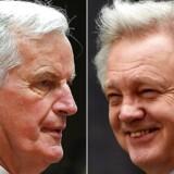Brexit-forhandlingerne mellem Storbritannien og EU tager på mandag fat på den første fulde uge med forhandlinger mellem EUs chefforhandler Michel Barnier (tv) og Brexit-minister David Davis (th). På forhånd er parterne et godt stykke fra hinanden på afgørende områder, og verdens tre største kreditvurderingsselskaber advarer nu den britiske regering imod den »hårde« Brexit-kurs, som regeringen har lagt, fordi den skaber stor usikkerhed om britisk økonomi. / AFP PHOTO / Ben STANSALL AND Emmanuel DUNAND. (Foto: BEN STANSALL, EMMANUEL DUNAND/Scanpix 2017)