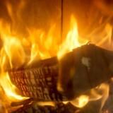 Dansk hygge med levende ild og, hvad der hører til af uldsokker, trøjer og varme drikke samt sødt og blødt samvær er blevet det helt store samtaleemne i Storbritannien.