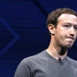 Amerikansk investor øger presset på Facebook-grundlægger Mark Zuckerberg.