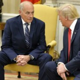 Præsident Trump sammen med sin nye stabschef John F. Kelly efter Kellys indsættelse. EPA/MIKE THEILER / POOL