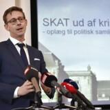 Sådan her så det ud, da Karsten Lauritzen (V) præsenterede sin første kriseplan som skatteminister i september 2015. Det har ikke været nok til at forhindre en undersøgelseskommission af skandalerne i Skat.