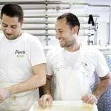 I et industrikvarter i Rødovre laver to italienske fætre mozzarella og andre italienske oste baseret på økologisk jerseymælk fra Naturmælk. Oscar Ferrero (til højre) er indehaver sammen med sin fætter (til venstre).