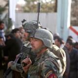 12 officerer fra den afghanske hær fyres for forsømmelighed efter abgrebet på militærhospitalet i Kabul. EPA/JAWAD JALALI