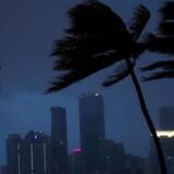 Miamis skyline før orkanen Irma for alvor tager fat i delstaten Florida.