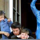 Arkivbillede. Kronprinsesse Mary med prinsesse Isabella, Kronprins Frederik med prins Christian og dronning Margrethe vinker fra balkonen på Amalienborg fredag den 16. april i anledning af dronning Margrethes 70 års fødselsdag.