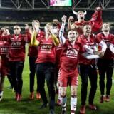 Stop med at slutte jeres sejrssang af med ordene »store patter«, lyder det nu fra Den antisexistiske forening Everyday Sexism Project Danmark til fodboldlandsholdet. Her ses holdet efter sejren i november i Dublin.