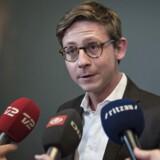 Skatteminister Karsten Lauritzen kommer ud efter møde med undersøgelseskommissionen. Skatteminister Karsten Lauritzen har torsdag den 1. juni 2017 indkaldt til drøftelser om den undersøgelseskommission, der skal granske skandalerne i skattevæsnet.