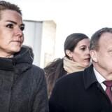 Statsminister Lars Løkke Rasmussen (V) og resten af regeringen præsenterer torsdag et fornyet opgør mod ghettoer. Her ses han sammen med udlændingeminister Inger Støjberg (V).