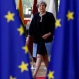 Den britiske premierminister, Theresa May, deltager i EU-topmødet i Bruxelles, men mange betragter det som højst tvivlsomt, om hun også vil lede Storbritannien, når EU-udmeldelsesforhandlingerne er ført til ende. Foto: Gonzalo Fuentes/Reuters