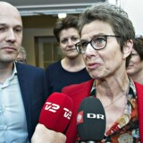 Formand i regionsrådet Anders Kühnau og Grete Christensen, formand for Dansk Sygeplejeråd i Forligsinstitutionen natten til lørdag.
