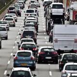 Arkivfoto: Biler på motorvej.
