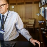 Dermed er langt størstedelen af bankerne koblet op på systemer fra datacentralerne, men det gør ikke nødvendigvis udfordringen større, når det kommer til cyber-sikkerhed, vurderer Lars Rohde, der er direktør i Danmarks Nationalbank.