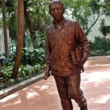 Bronzestatuen af den verdensberømte colombianske forfatter og nobelpristager i litteratur Gabriel García Márquez.