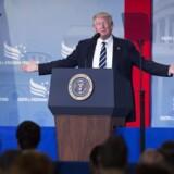 Trumps advokat beskylder Comey for »uautoriseret offentliggørelse« af »privilegeret samtale« med præsidenten.