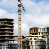 Axel Towers. Med sine 5 sammenbyggede tårne, runde former og gennemtænkte detaljer vil Axel Towers blive et arkitektonisk højdepunkt i byen. Det er arkitektfirmaet Lundgaard & Tranberg, der står bag tegningerne til den visionære bygning, og barren er sat højt hele vejen rundt.De 23.000 m² er designet, så de opfylder dansk bæredygtigheds standard - og vil rumme moderne kontorer, restauranter og spændende butikker. Byggeriet er berammet til at stå færdigt i slutningen af 2016. Arkivfoto.