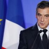 Den franske præsidentkandidat Fillon er beskyldt for i mange år at have holdt sin kone ansat som hans assistent i parlamentet på det offentliges regning.