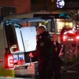 Billedet er taget kort efter skyderiet ved Mjølnerparken tirsdag den 31.10.2017. Ambulancer er kørt væk med politieskorte, efter at der blev affyret flere skud. Københavns Politi bekræfter på Twitter at flere personer med banderelationer er blevet skudt.. (Foto: Thomas Sjørup/Scanpix 2017)