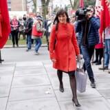 Sophie Løhde ankommer til Forligsinstitutionen på Sankt Annæ Plads i København.