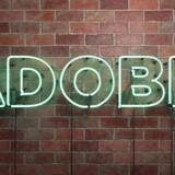 Den amerikanske it-selskab Adobe Systems slog analytikernes overskuds- og omsætningsestimater for syvende kvartal i træk efter højere abonnementsindtægter fra selskabet Creative Cloud-softwarepakker, mens de gennemsnitlige indtægter per bruger samtidig øgedes.