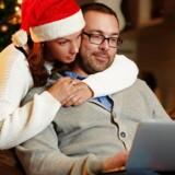 Der vil blive købt rekordmange julegaver på nettet i år til de svenske juletræer - og mange af dem er allerede købt. Arkivfoto: Iris/Scanpix