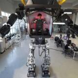 Den koreanske megarobot Method-2 er fire meter høj, vejer halvanden ton og er virkeliggørelsen af James Camerons kamprobotter fra »Aliens« og »Avatar«.