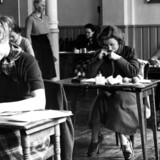 Pigerne i 3g på Zahles Skole er igang med at skrive dansk stil til studenter eksamen