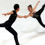 Kunstskøjteløberne Ryom Tae-Ok og Kim Ju-Sik fra Nordkorea.