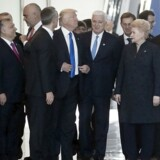 Montenegros premierminister Dusko Markovic skubbes til side af Donald Trump.