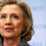 Hillary Clinton ventes søndag at offentliggøre sit præsidentkandidatur. Kendere af amerikansk politik betegner hende som en superstjerne, som kæmper med et som kold, hård og indfedtet i Washington.