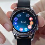 Armbåndsure med smartphonefunktioner - såkaldte smarture - står nu endelig over for at kunne få et gennembrud, vurderer analysefirma. Arkivfoto: Tobias Schwarz, AFP/Scanpix