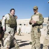Danske soldater efterforskes for at have forsømt at indberette overgreb begået af irakiske styrker, som de selv har trænet. Her er det Statsminister Lars Løkke Rasmussen, der i december sidste år besøgte Irak og inspicerede træningen af de irakiske styrker.