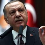 Græsk politi har arresteret en af de otte tyrkiske soldater, der flygtede efter kupforsøget i Tyrkiet 2016 til trods for at han fik asyl i december 2017. En følsom sag, der giver anledning til nye spændinger mellem de to lande