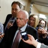 Senator John McCain vil stemme imod det forslag, der skal erstatte Obamacare.