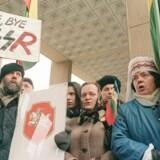 Litauerne var ikke i tvivl om, hvad de mente om Rusland, kort tid efter at de havde valgt deres eges parlament i 1990. Arkivfoto: AFP